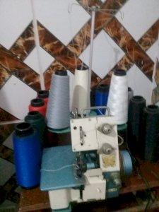 Máquina  de costura Overlock usada