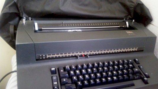 Máquina de Escrever elétrica IBM com esferas