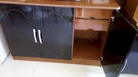 Armário com 3 portas e com 2 gavetas R$170,00
