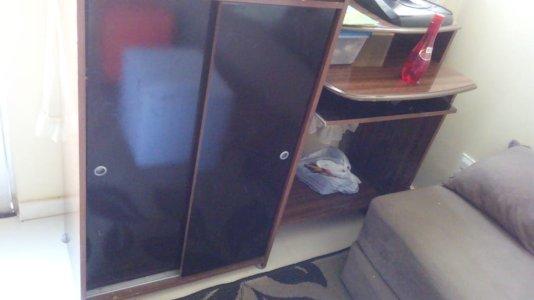 Mesa para computador com 2 portas e suporte para CPU