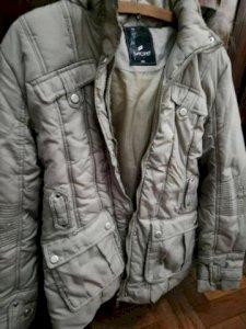 Lindo casaco feminino para o frio forte em ótimo estado