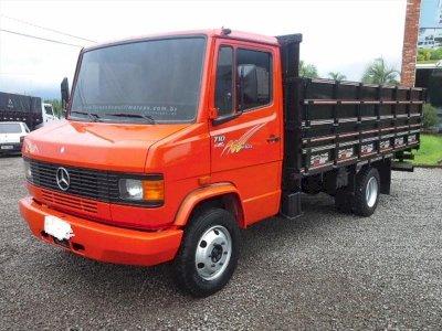 Caminhão MB 710 Plus Ano 2001 turbo intercooler veículo em bom estado de conservação