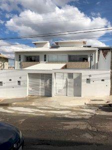 Excelente Casa 3 Quartos dois andares bairro Santa Mônica BH