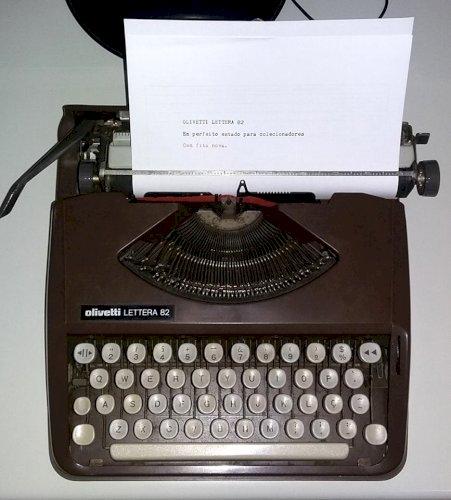 Vendo Máquina de Escrever Portátil Olivetti