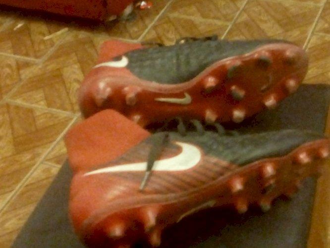 Chuteira Nike magista 38 botinha preta e vermelha semi nova