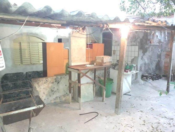 """Vendo - """"Barracão com 03 cômodos em área no Bairro Palmital"""""""