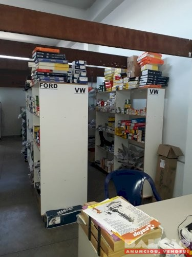 Vendo estoque de loja de auto peças com mobiliário