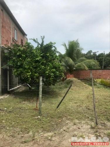 Vendo 3 casas e um terreno com árvores frutíferas em Itaboraí